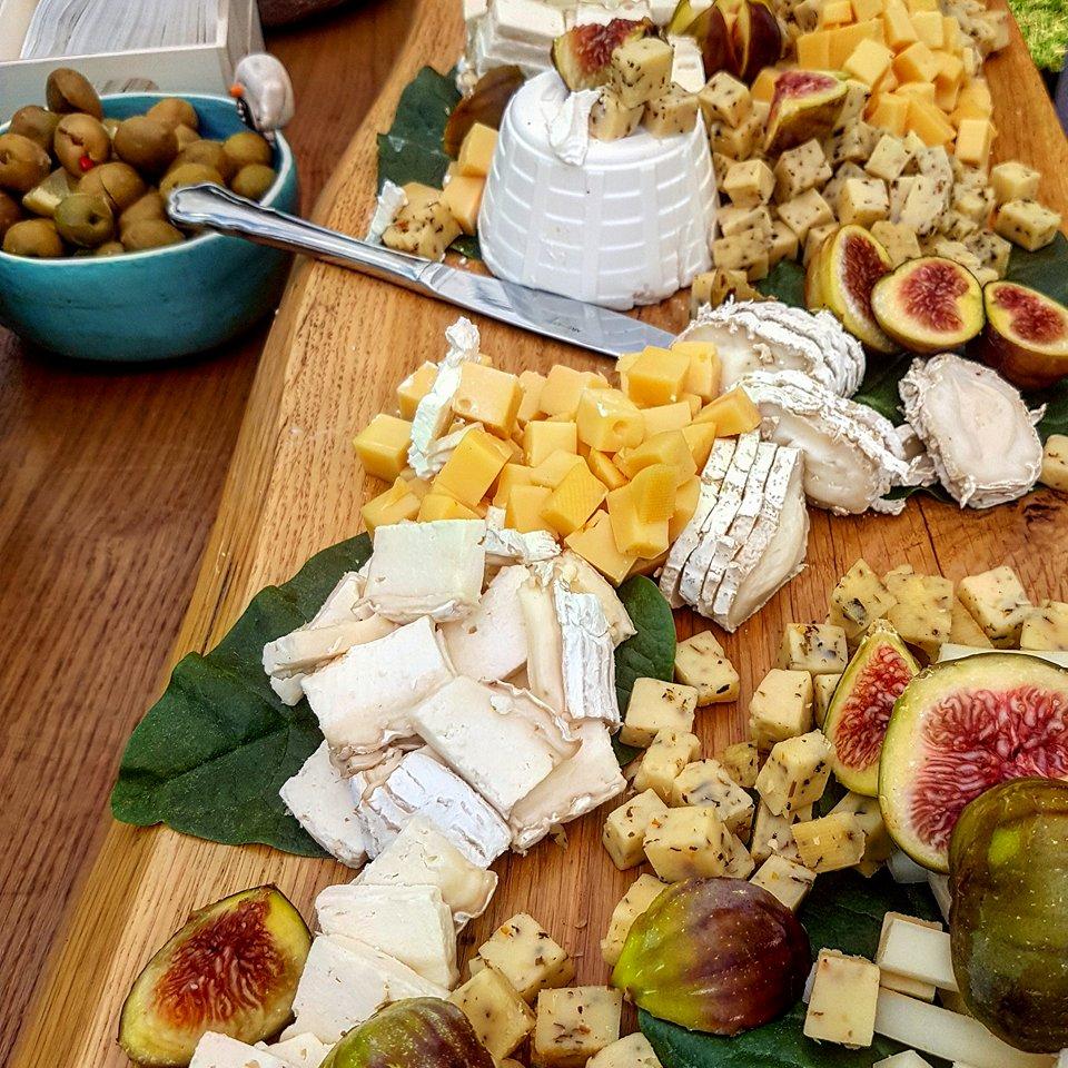 גבינות-ופירות