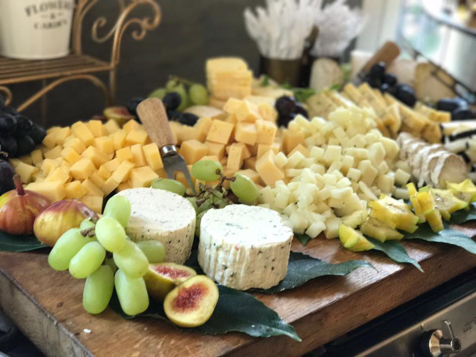 פלטת-גבינות-ופירות